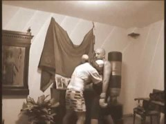 Sifu Fernandez guanteando con guantes de boxeo