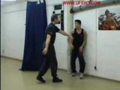 Otro buen vídeo enseñando Wing Tsun a un alumno