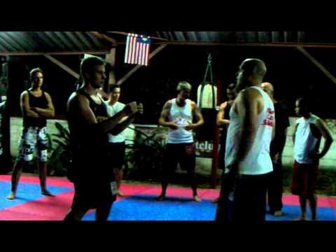 Dos vídeos estupendos de Alan Orr sobre mecánica corporal