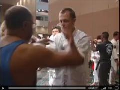 Jesse Glover enseñando Chi Sao