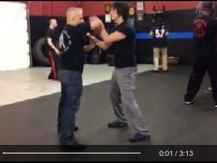 Izzo entrenando con un alumno