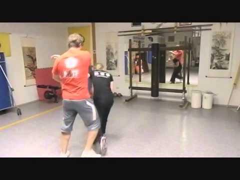 Video de una chica entrenando Wing Tsun